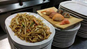 tallarines 3 delicias y bandejita de sushi