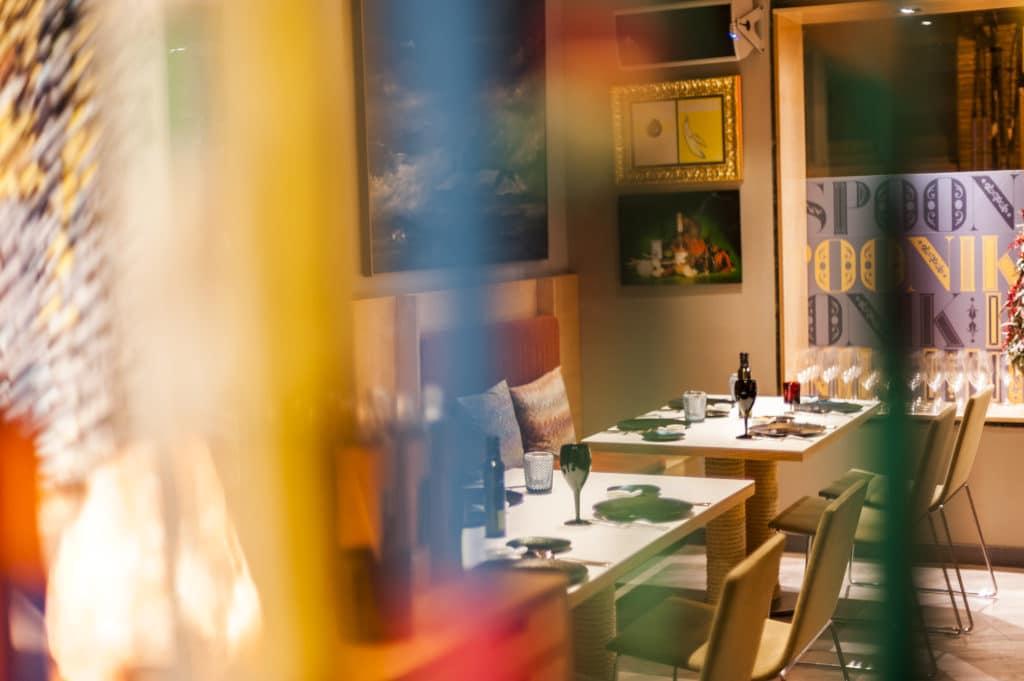 vista del interior a las mesas