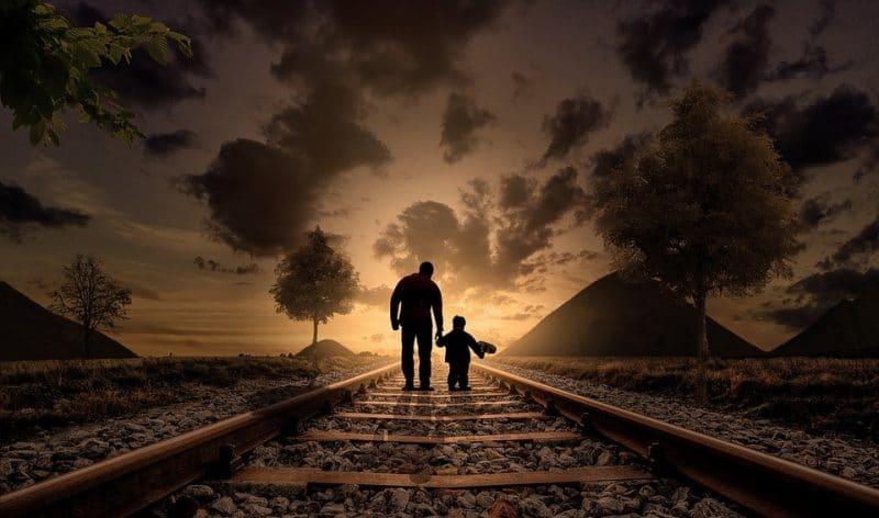padre e hijo paseando en caracas